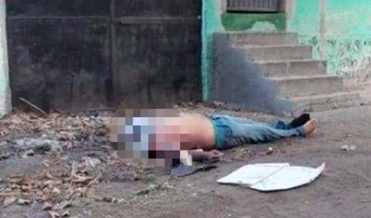 They find the corpse of a man in full public thoroughfare in Apatzingán, Michoacán