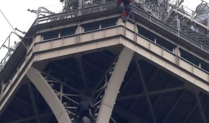 They stop the man who climbed the Eiffel tower