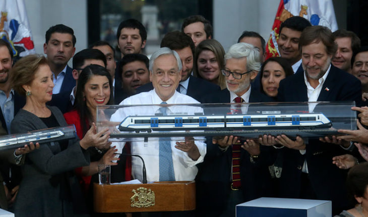 Train ad Santiago-Melipilla: Piñera pulls an ace out of his sleeve in one of the worst weeks of his government