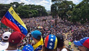 """Marcha """"Somos millones por el cambio"""" de mayo de 2017 en Caracas, Venezuela . Foto: Voice of America (Wikimedia Commons / Dominio público). Blog Elcano"""