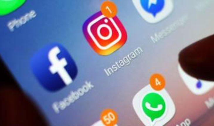 Social media apps on a phone