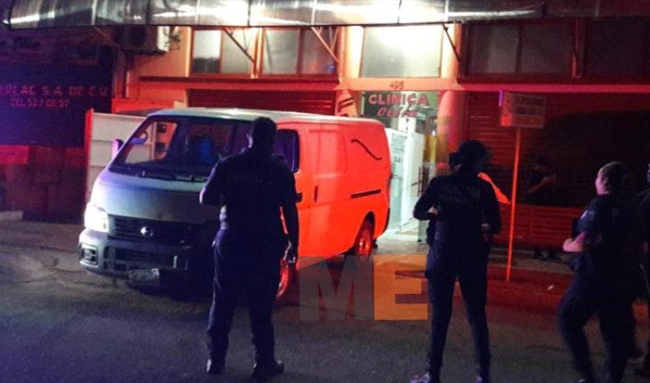 Asesinan en clínica de Lázaro Cárdenas a presunto líder criminal