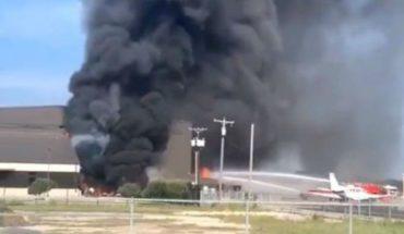 Avión se estrella contra un hangar en Texas dejando al menos 10 muertos