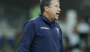 Bolillo Gómez se enoja por cuestionamientos luego de caer con Uruguay