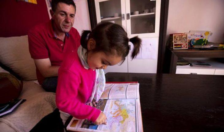 Claudia Aranda, la niña de 2 años con un coeficiente intelectual cercano al de Albert Einstein