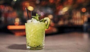 """El éxito de las """"barras sobrias"""", los bares para millennials donde no se sirve alcohol"""