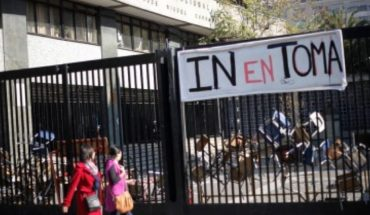 Estudiantes votan a favor de la toma en el Instituto Nacional y deciden mantener movilización
