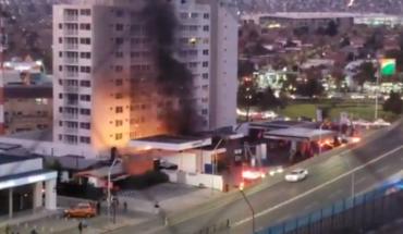 Incendio afecta bomba de bencina en Las Condes