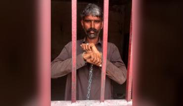 Mata a su esposa por ser VIH positivo y la cuelga de un árbol en Pakistán
