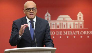 """Ministro venezolano llama """"ridículo"""" a Sebastián Piñera tras acusación de golpe de Estado contra Maduro"""