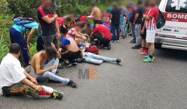 Se accidenta camioneta en la que viajaba equipo de fút-bol en Los Reyes, Michoacán, hay 9 lesionados