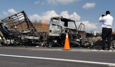 Two cargo trucks collide on the Pátzcuaro highway