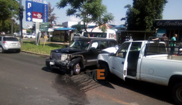 Two women are injured in a crash recorded at the junction of Camelinas and Rotarismo avenues, in Morelia