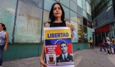 """""""Presos políticos"""" de Venezuela protestan tras muerte de militar detenido"""