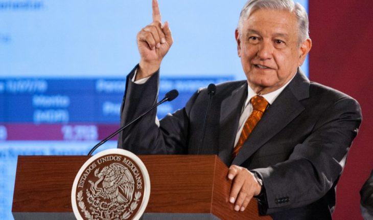 AMLO niega amenaza de recesión y critica a los medios