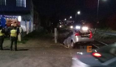Auto es embestido por el tren en la colonia Prados Verdes de Morelia, una mujer resulta lesionada
