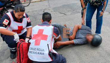 Choque de moto y auto deja un herido en Zamora, Michoacán