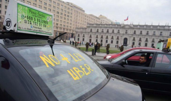 Comisión aprueba proyecto de ley que regula las aplicaciones de transporte