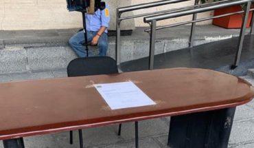 Diputado de Morena protesta porque despidieron a su secretaria