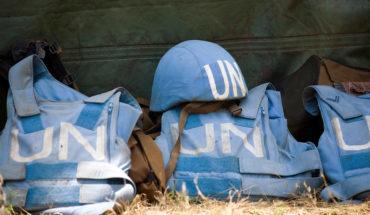 Un casco y chalecos antibalas de los miembros del Batallón 1 de Paracaídas del contingente sudafricano de la Misión de las Naciones Unidas para el Mantenimiento de la Paz en la República Democrática del Congo (MONUC) (14/2/2008). Foto: UN Photo/Marie Frechon (CC BY-NC-ND 2.0). Blog Elcano