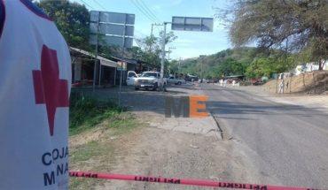 Gatilleros acribillan a dos ocupantes de camioneta en Lázaro Cárdenas