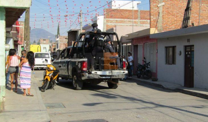 Hombres alcoholizados agreden a golpes a una mujer y a sus 3 hijos en Zitácuaro, Michoacán