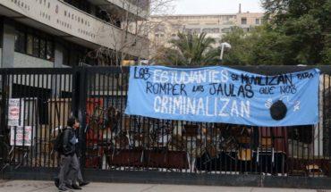 """Instituto Nacional vuelve a clases este lunes en """"estado de alerta"""" tras dichos de alcalde Alessandri"""
