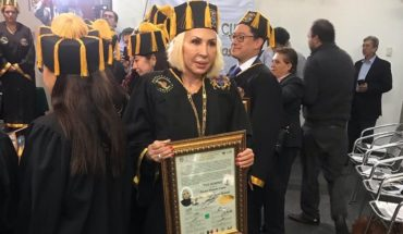 Laura Bozzo recibe Honoris Causa en el Congreso de CDMX