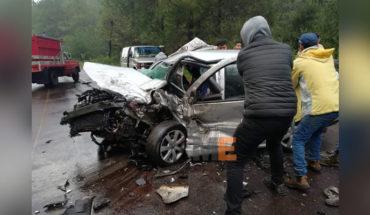 Muere una persona y quedan tres heridos al chocar auto contra camioneta en la carretera Uruapan