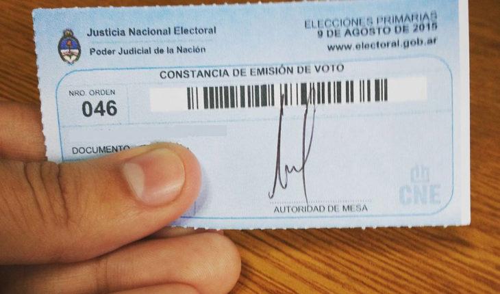 Constancia de voto de las PASO 2015. Foto: Gastón Cuello (Wikimedia Commons / CC BY-SA 4.0)