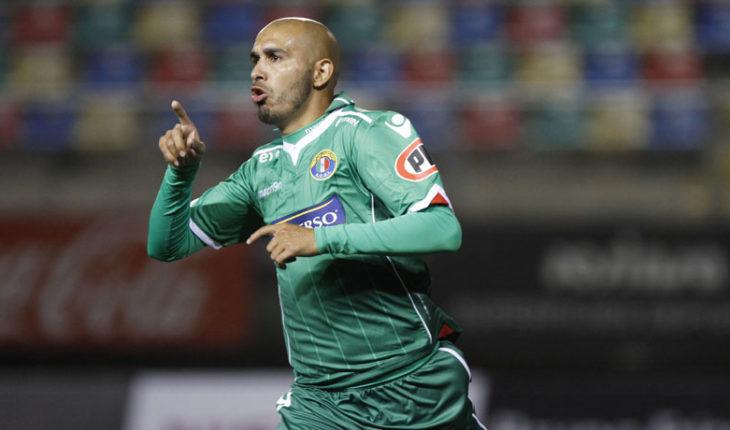"""Riquelme llegó para incorporarse a la U y Herrera dijo que en principio """"genera un poquito de incertidumbre"""""""