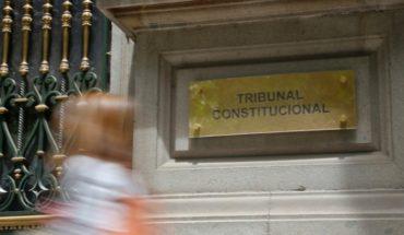 """Tribunal Constitucional vuelve a encender la pradera política y llueven críticas por su rol como """"resabio de la dictadura"""""""