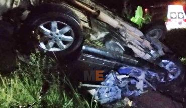 Volcadura en el Libramiento de los Reyes, Michoacán, deja dos personas muertas y un lesionado
