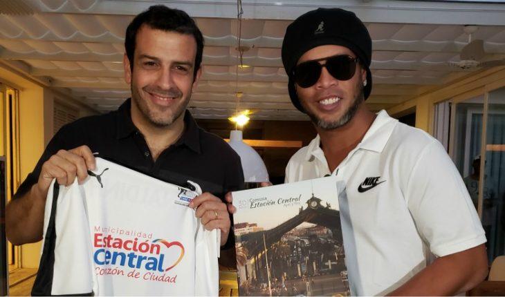 E. Central Mayor details of Ronaldinho's visit to Chile