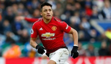In England they say Alexis would stay at United in the absence of offers