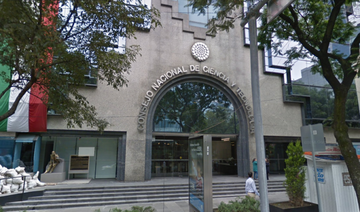 Investigators report that Conacyt cut number of scholarships