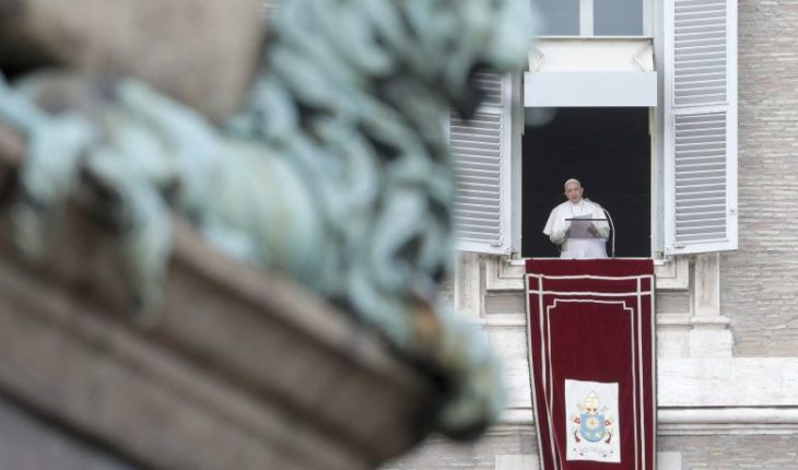 "Pope calls on international community to act ""promptly"" to prevent further deaths of migrants at sea"