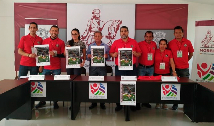 They present the First Municipal Rapid Football League in Morelia, Michoacán
