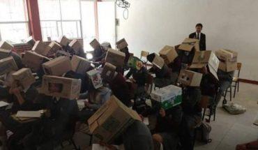 Denuncian al profesor que le puso cajas a alumnos para que no copiaran en examen