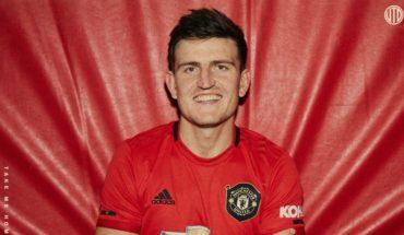 El Manchester United contrató al defensor más caro de la historia