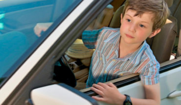 Niño toma el coche de sus padres y llega hasta los 140 Kilómetros