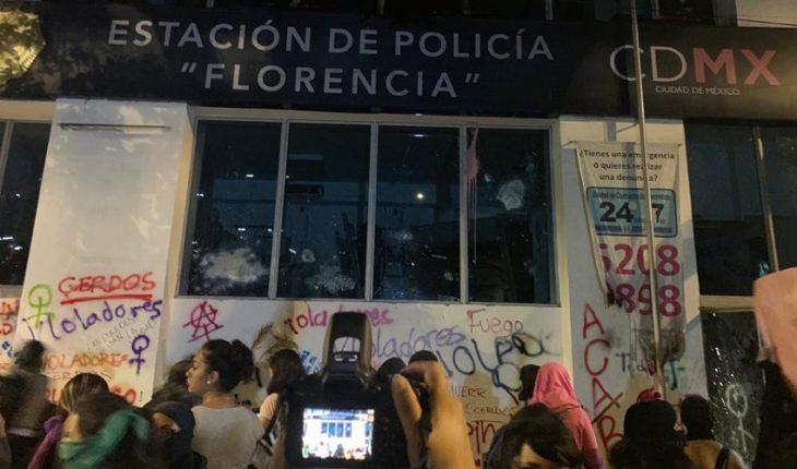 Protesta termina con incendios en Metrobús y sede policial