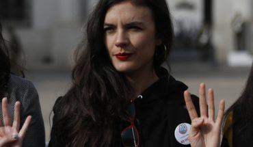 """Sigue el round con el Gobierno: Camila Vallejo pide a Monckeberg dejar que el proyecto de 40 horas """"siga su trámite en paz"""""""
