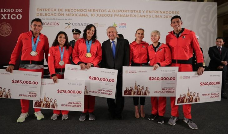I don't hang up the medal, it's their effort: AMLO to athletes