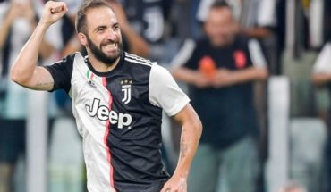 Juventus defeated Napoli 4-3 with a golazo by Gonzalo Higuain