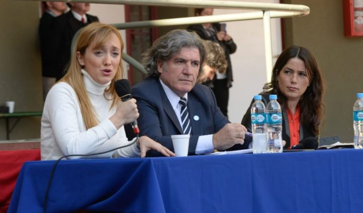 The first debate was held between candidates: Suarez, the only absent