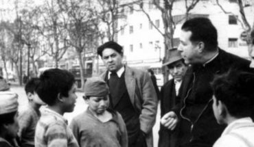 """The shadows of a """"holy man"""": the deepest crisis of the Jesuits impacts the figure of Father Hurtado"""