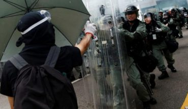 What do the continental Chinese think about the protests in Hong Kong?