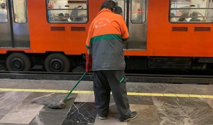 Adultos mayores laboran en Metro sin seguro y con bajo salario