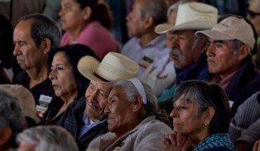Adultos mayores trabajan por sueldos y pensiones precarias